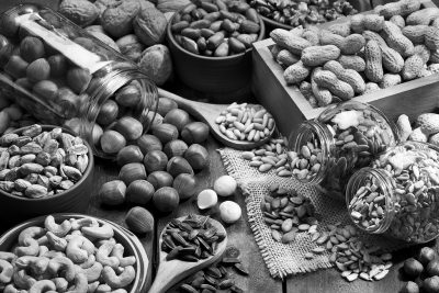 assortiment van noten op houten tafel