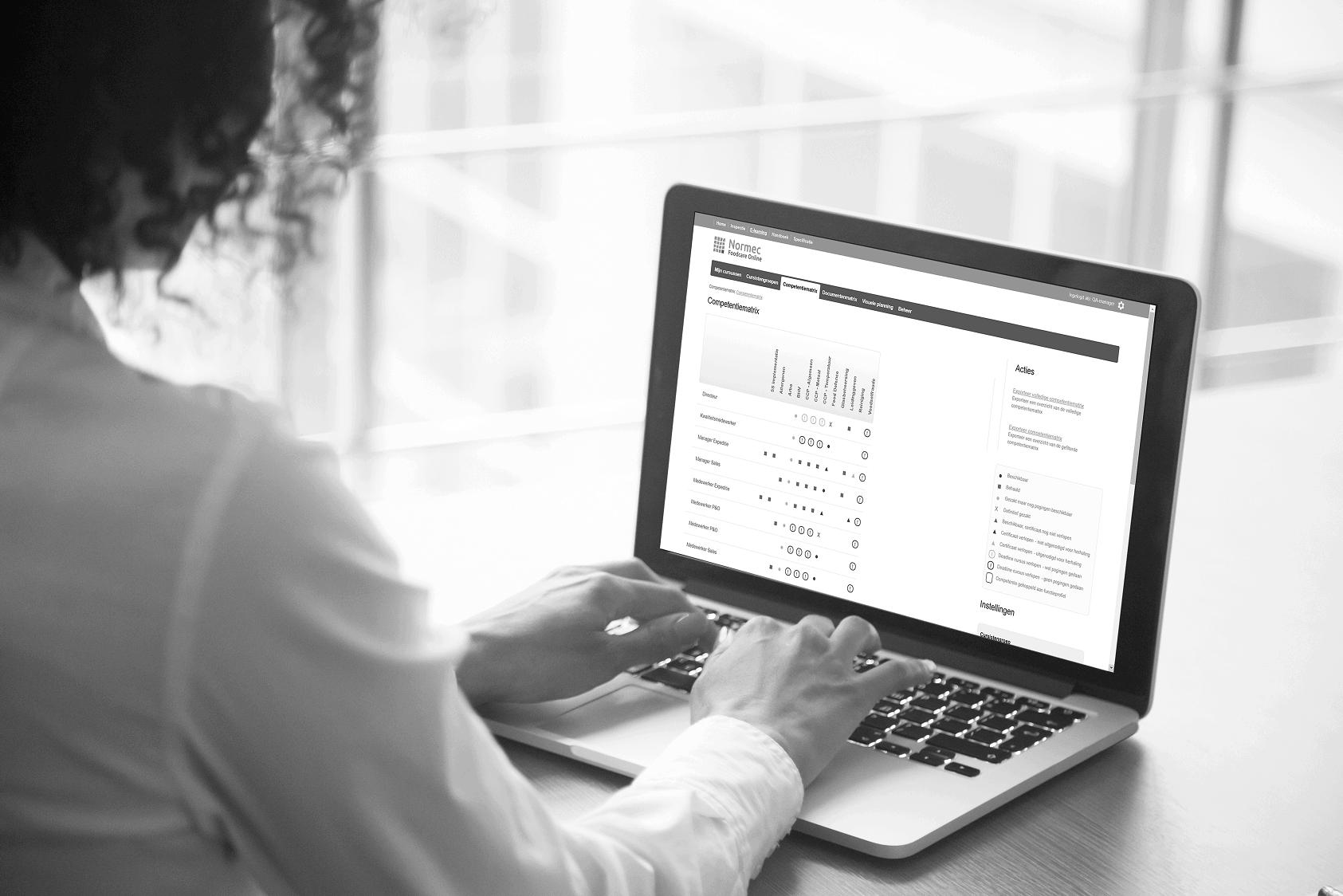 Competentiematrix screenprint in laptop